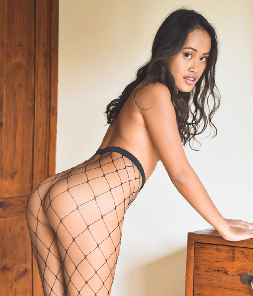 kianabrw bali model girl putri cinta indonesian 2021