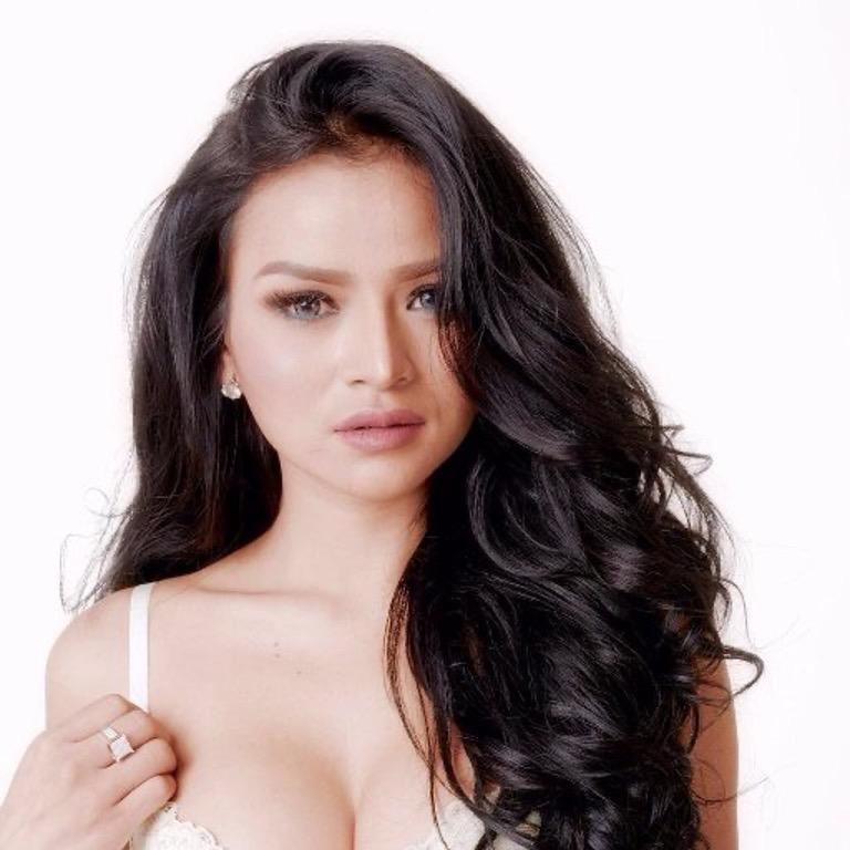 putri cinta Hottest Sexiest Indonesian Girls on Instagram Sissy Raline image